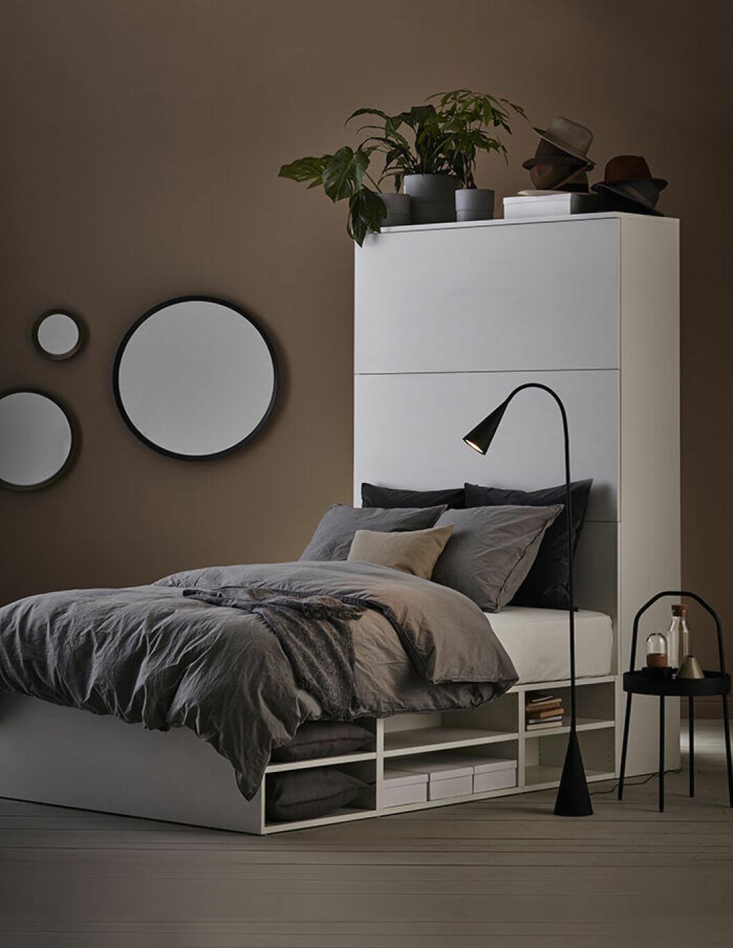 Platsa/lätthet sängstomme med förvaring från Ikea