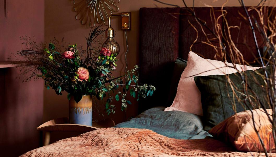 Mysigt sovrum med snygg sänggavel som du enkelt kan bygga själv