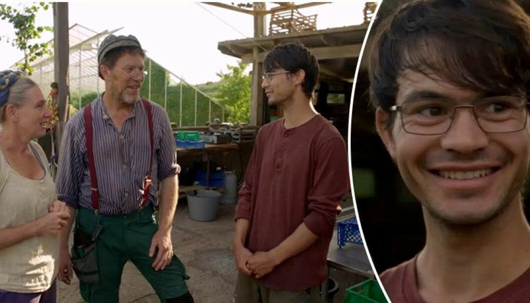 19-årige Akram tvingades fly från talibanerna i sitt hemland Afghanistan. Nu hjälper han Mandelmanns på gården i Mandelmanns gård.