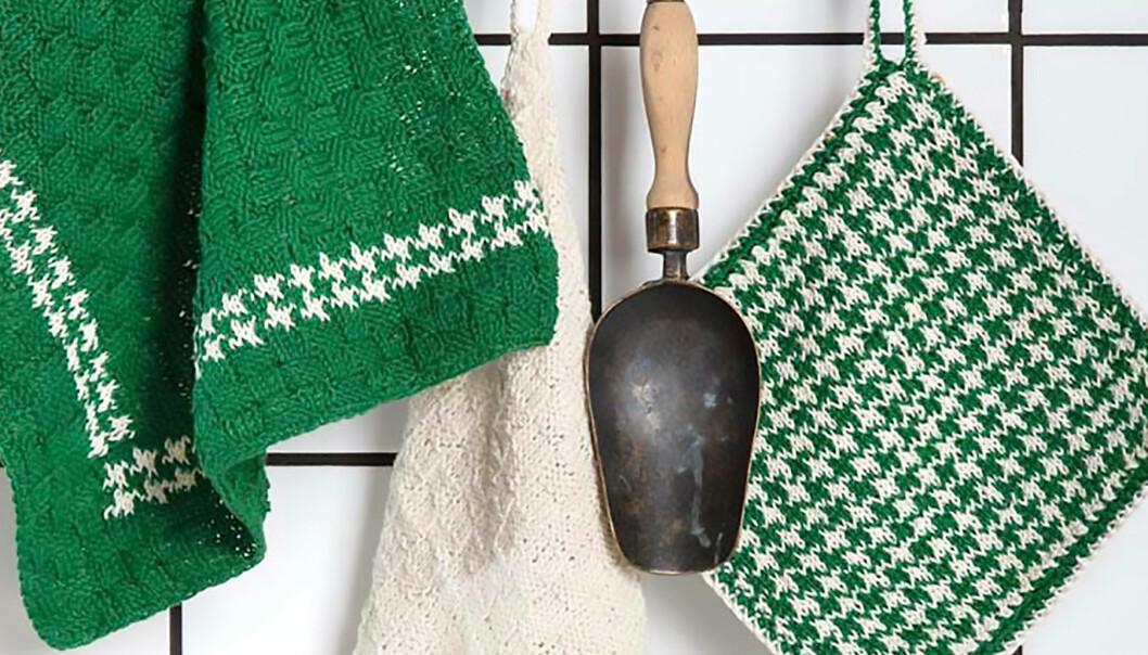 Stickade textilier på rad i ett kök