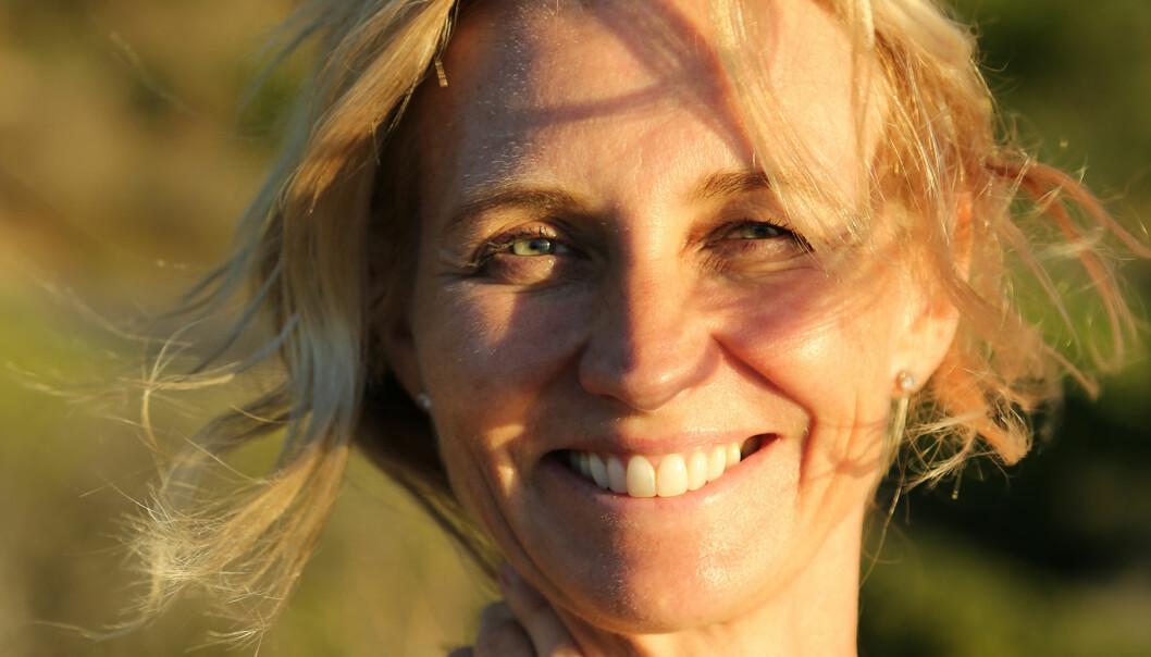 Porträtt av Marie Sammeli som skrivit bok som utspelar sid i Sydafrika