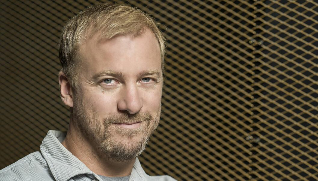 Porträtt av skådespelaren Erik Jerka Johansson.