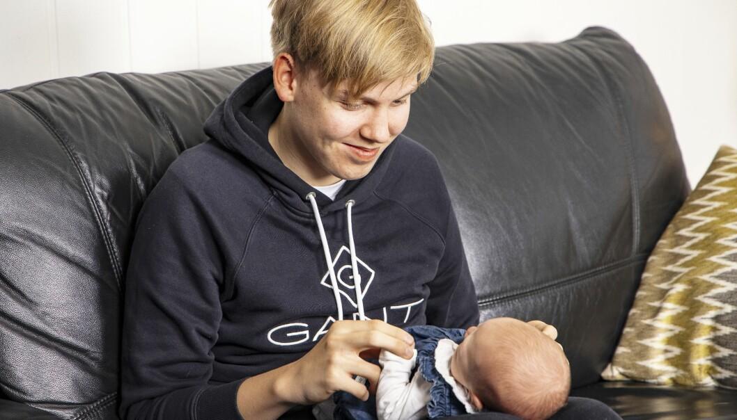Mathias blev storebror när mamma Camilla födde Lilly på toaletten.
