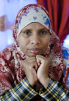 Porträtt av Sahra som arbetar som kulturdoula och hjälper kvinnor som ska föda.