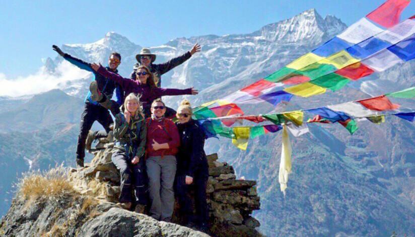 Saga och vandringsgruppen fotograferade i Himalaya.