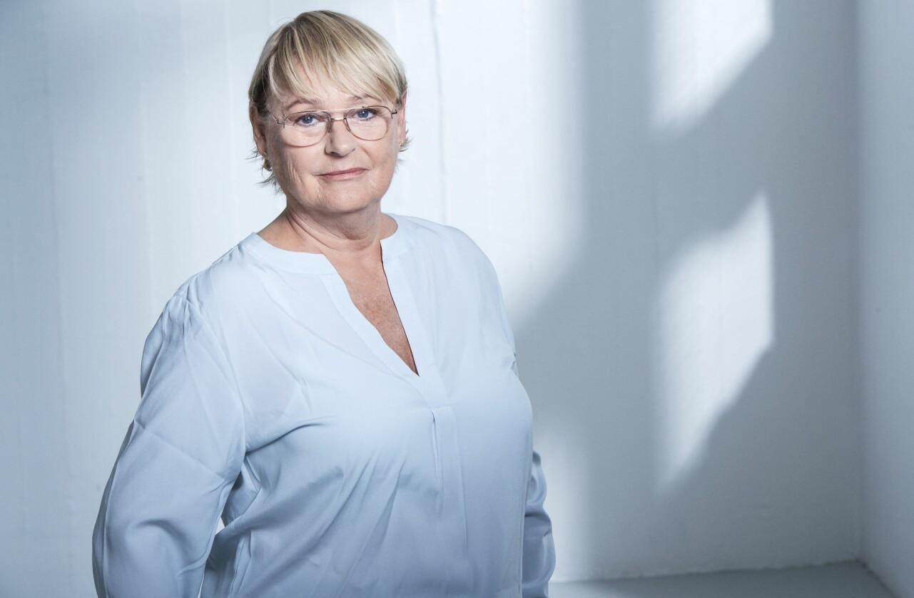 """Porträtt av Karin Wahlberg som ger ut sin nionde deckare """"De drabbade""""."""