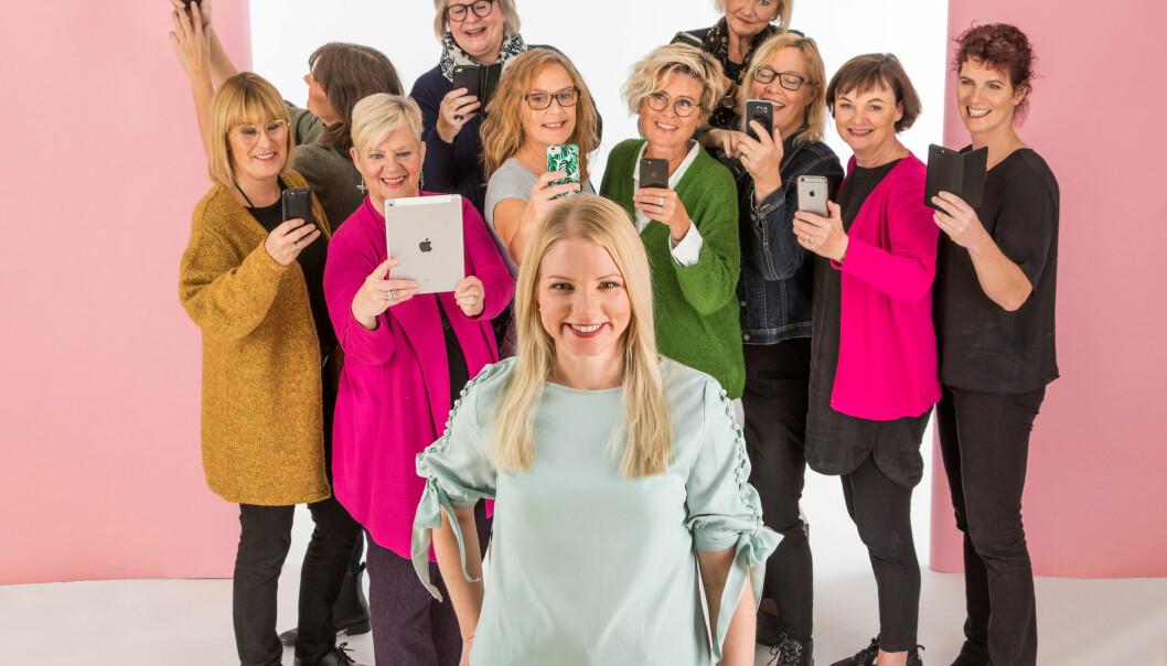 Malin Perlheden, författare till Digitant-böckerna, omgiven av Digitanter.
