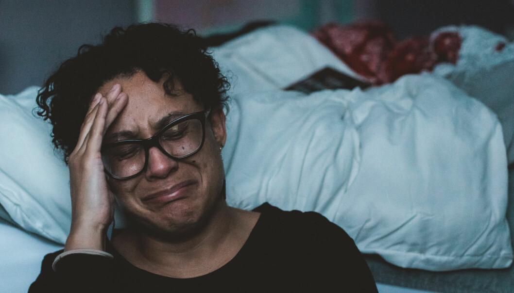 Porträtt av kvinna som gråter.