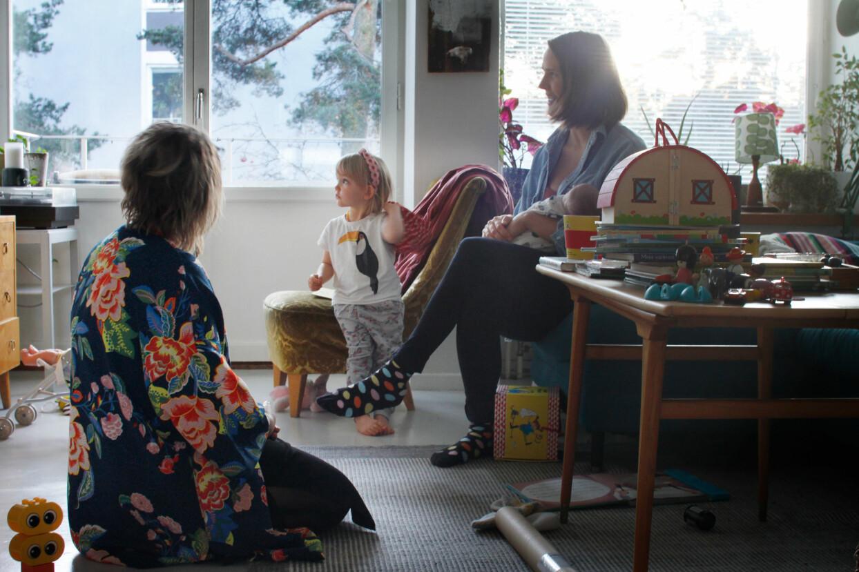 Tove Lundlycke och Filippa Risbecker pratar om hur det ar att ha med en doula på forlossningen.