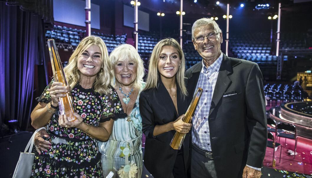 Pernilla Wahlgren tillsammans med mamma Christina Schollin, dottern Bianca Ingrosso och pappa Hans Wahlgren på Kristallengalan 2018.