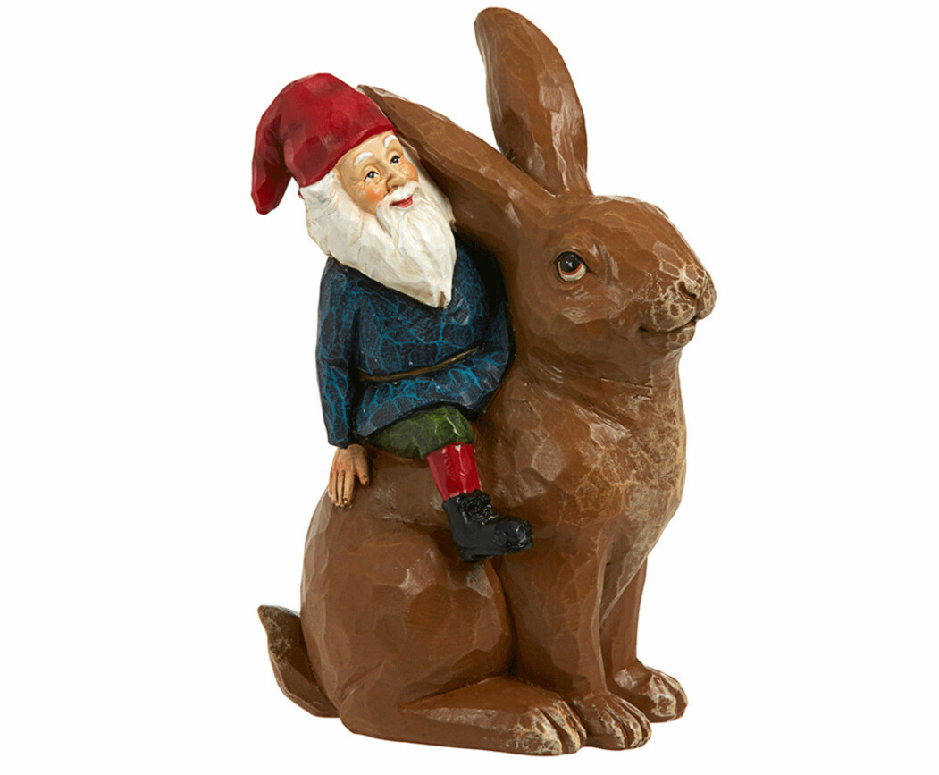 Tomte som sitter på en stor kanin, från Åhléns