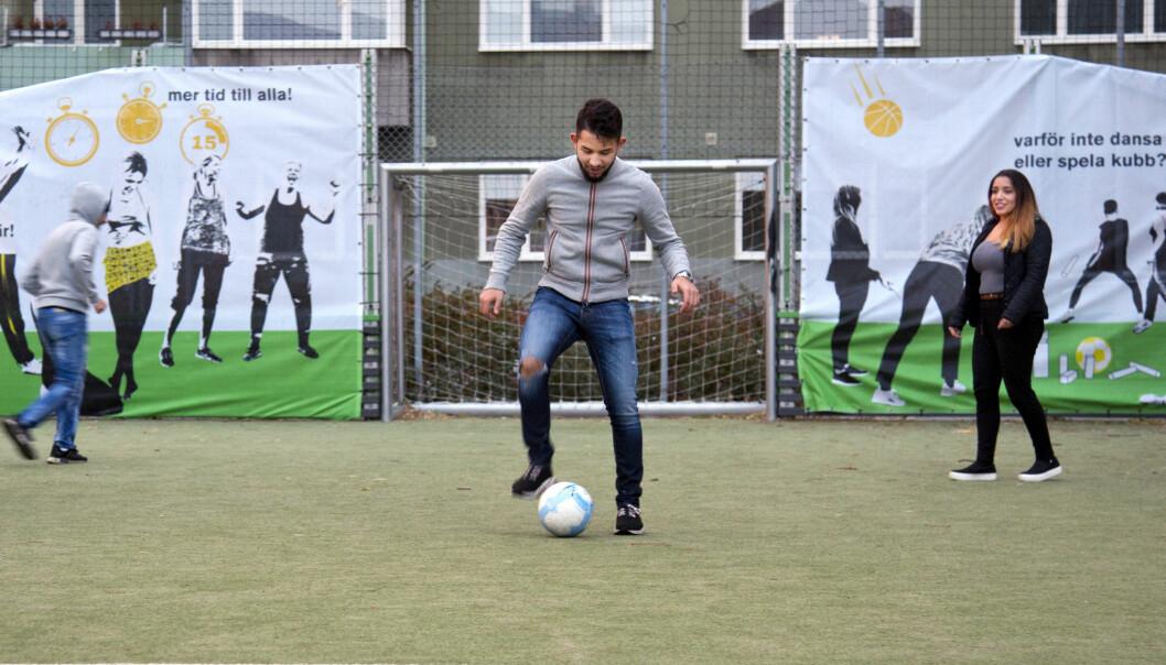 Balqis på en fotbollsplan i Malmö.