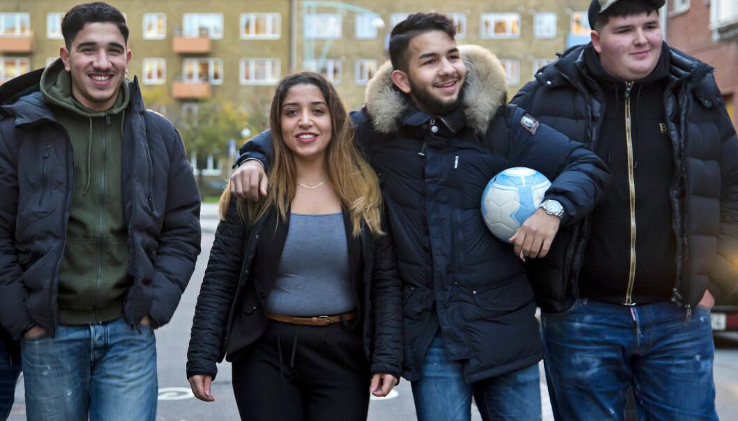 Balqis tillsammans med ett gäng ungdomar i närheten av Möllan i Malmö.