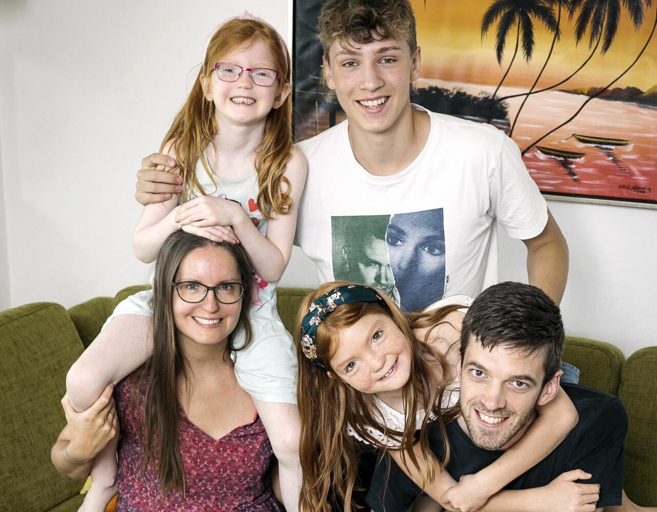 Karen tillsammans med sin man Michael och sina barn Oscar,