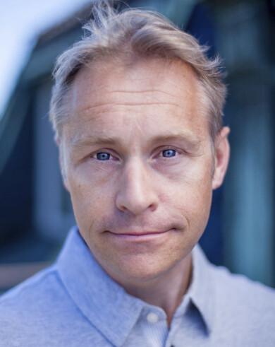 Porträtt av Per Carlbring, psykolog och professor i klinisk psykologi vid Stockholms universitet.