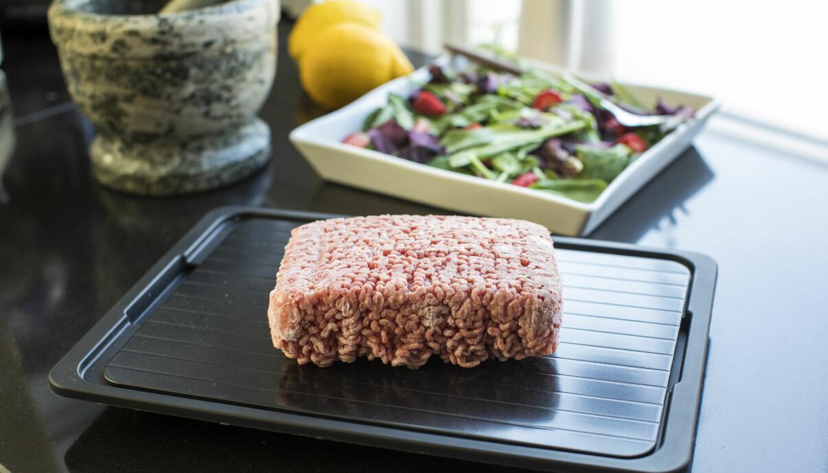 Köttfärs på den smarta upptiningsplattan.