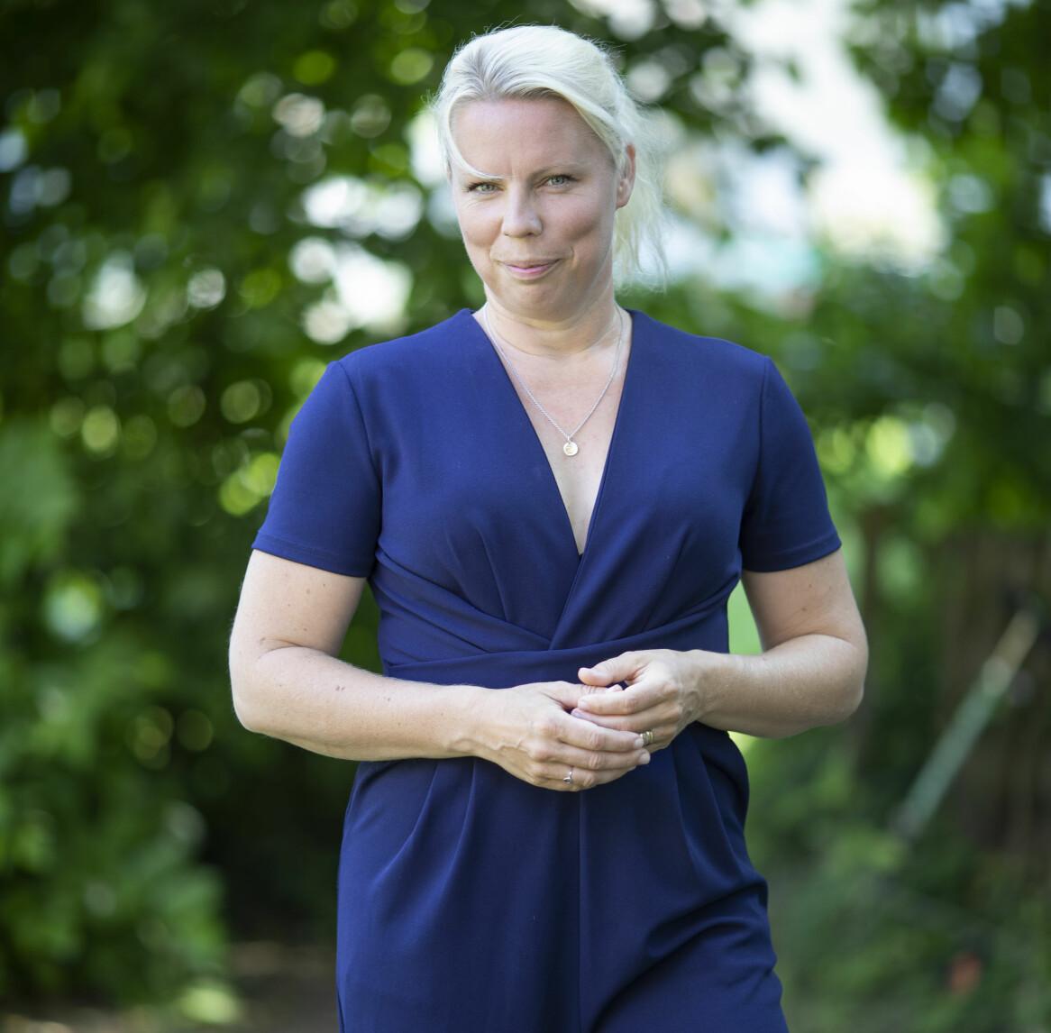 Caroline Engvall berättar om sina upplevelser kring pedofiler och darknet.