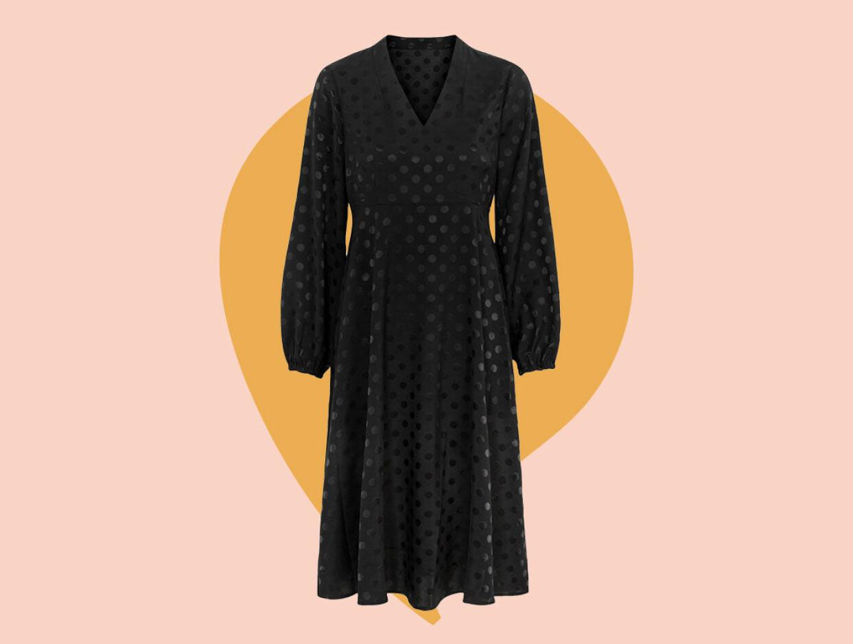 Svart glansig klänning från Cellbes.