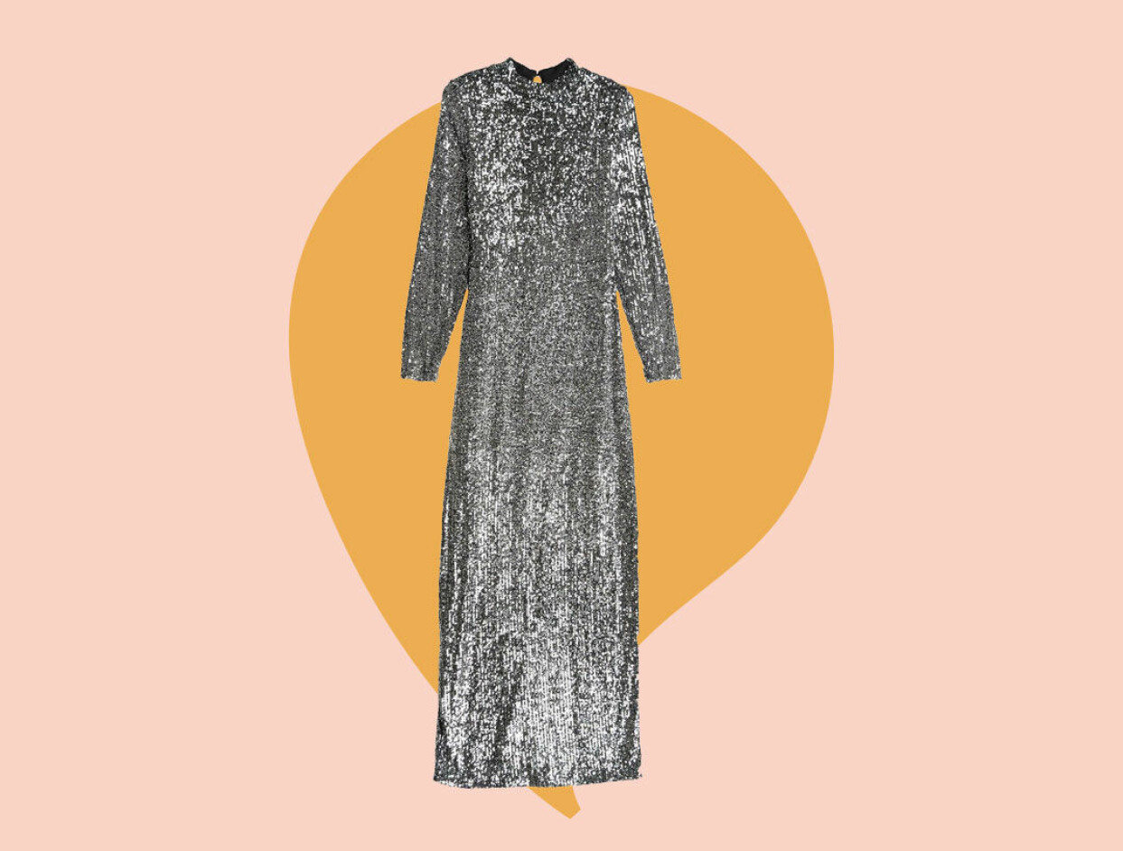 Glittrig långklänning i silver från Gina tricot.