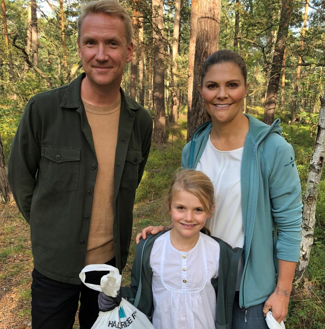 Jesper Börjesson tillsammans med Kronprinsessan Victoria och prinsessan Estelle under inspelningen av TV4:s julprogram.