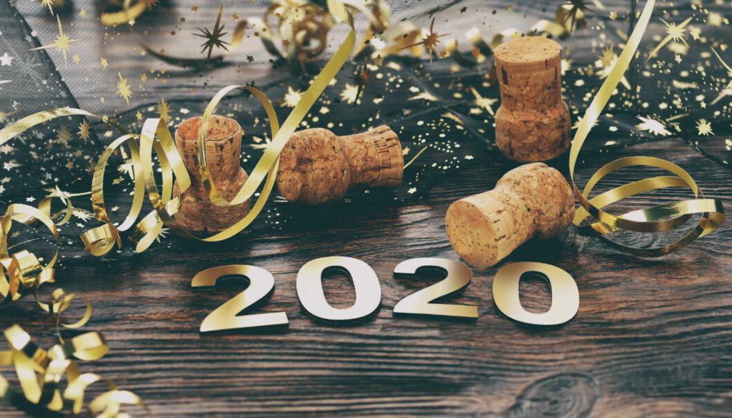 Festdukat bord med årtalet 2020.