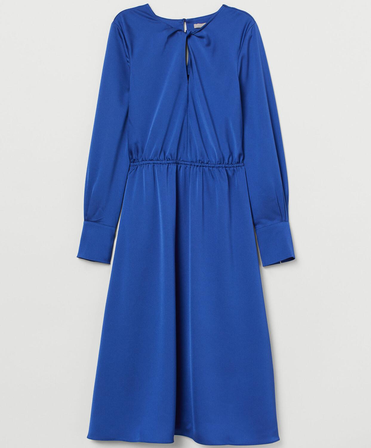 Kornblå klänning med knut i halsen, från H&M