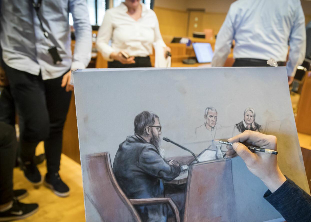 Hand ses teckna den åtalade Svein Jemtland i rättssalen