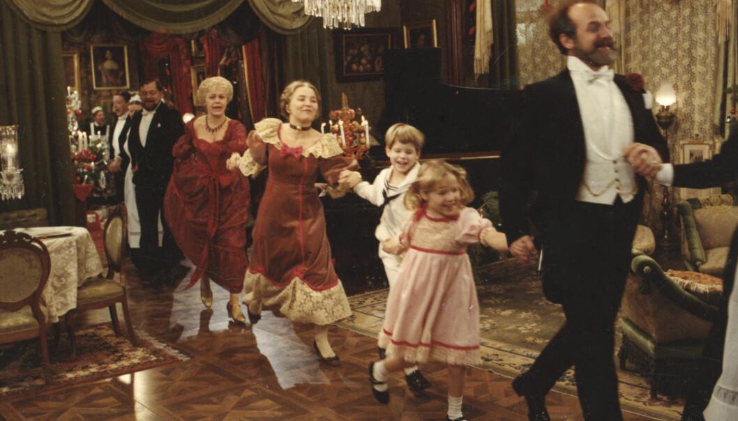 Jarl Kulle längst fram i julfirandet. Ur Ingmar Bergmans Fanny och Alexander från 1982.