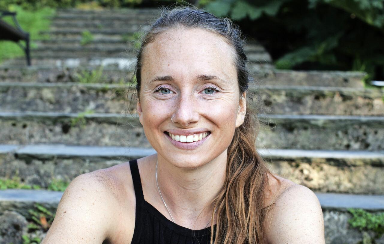 Porträtt av Hanna Olvenmark som driver bloggen Portionen under tian som tipsar om billig, vegetarisk och miljövänlig mat.