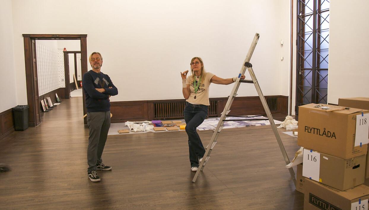 """Ernst Billgren och Helene Billgren är på konstmuseet Liljevalchs där Helene Billgren ska hålla utställningen """"faran är över""""."""
