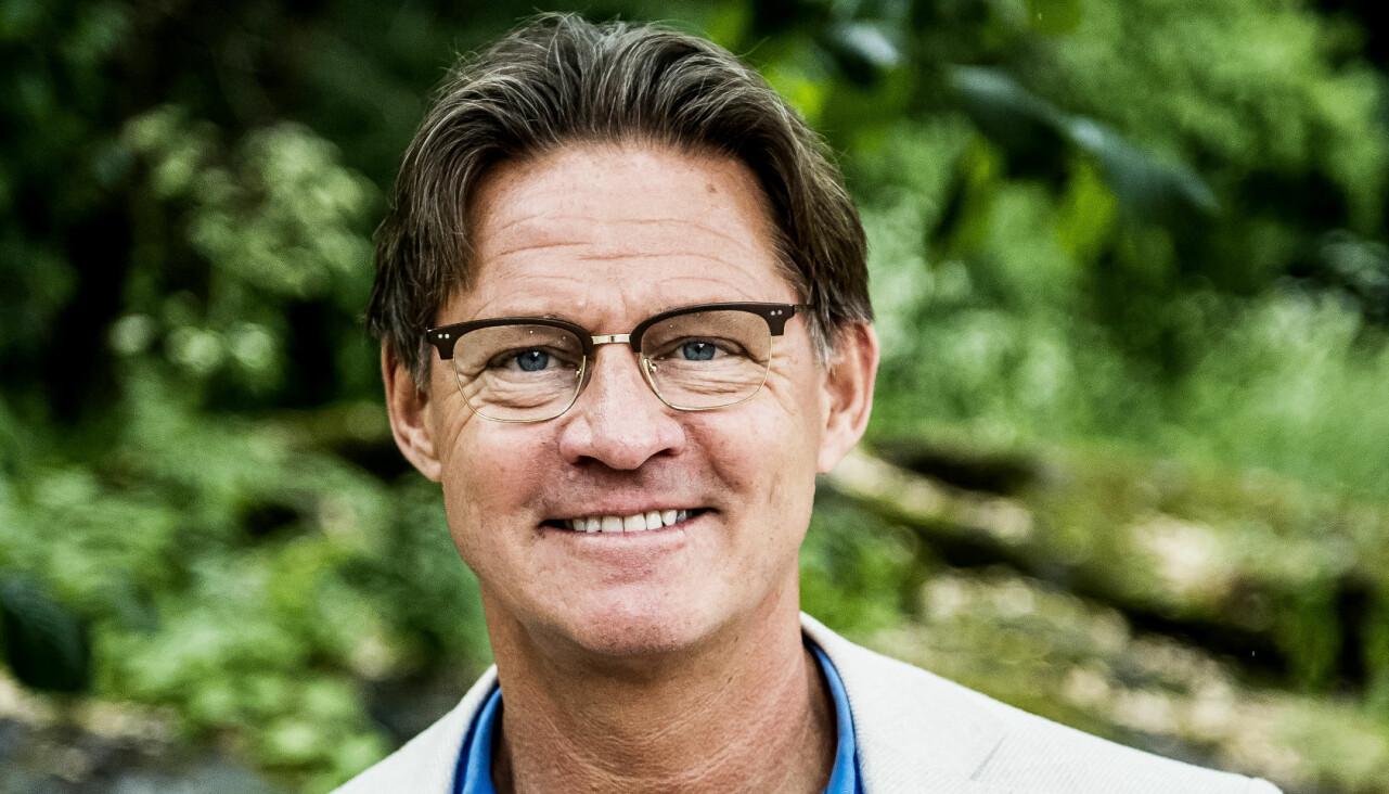 Porträtt av Doktor Mikael Sandström som ofta syns i Nyhetsmorgon och just här berättar om ryggsmärta att se upp för.
