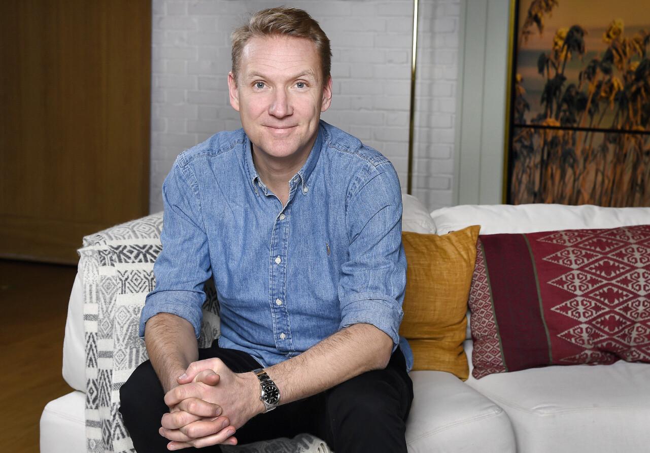 Porträtt av Jesper Börjesson i Nyhetsmorgonstudion på TV4.
