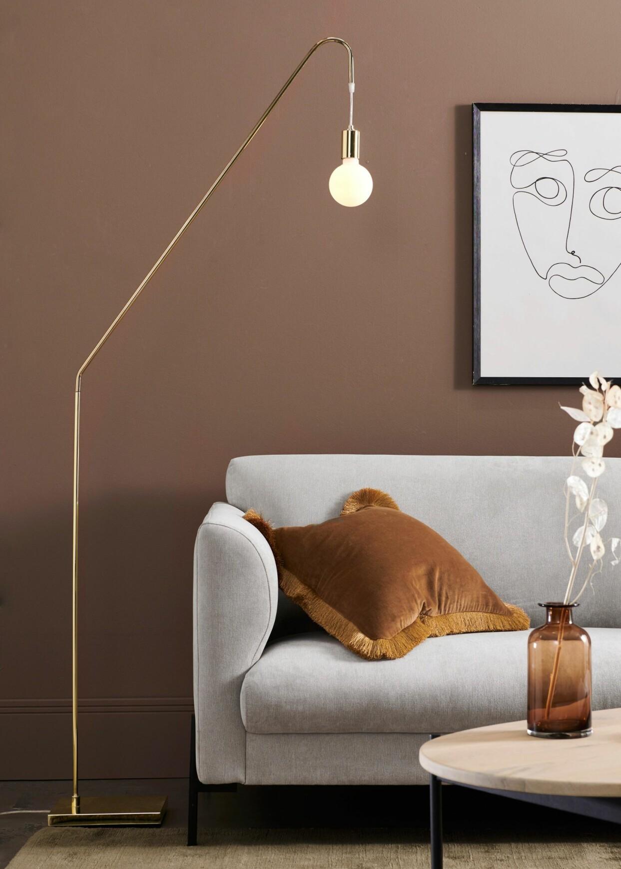Guldfärgad golvlampa med ljusklot, från Ellos