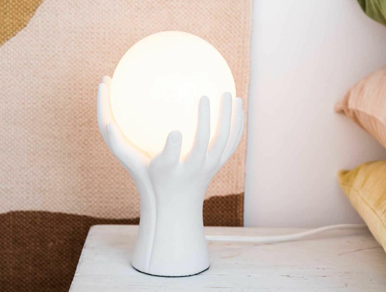 Bordslampa med händer, från Lagerhaus
