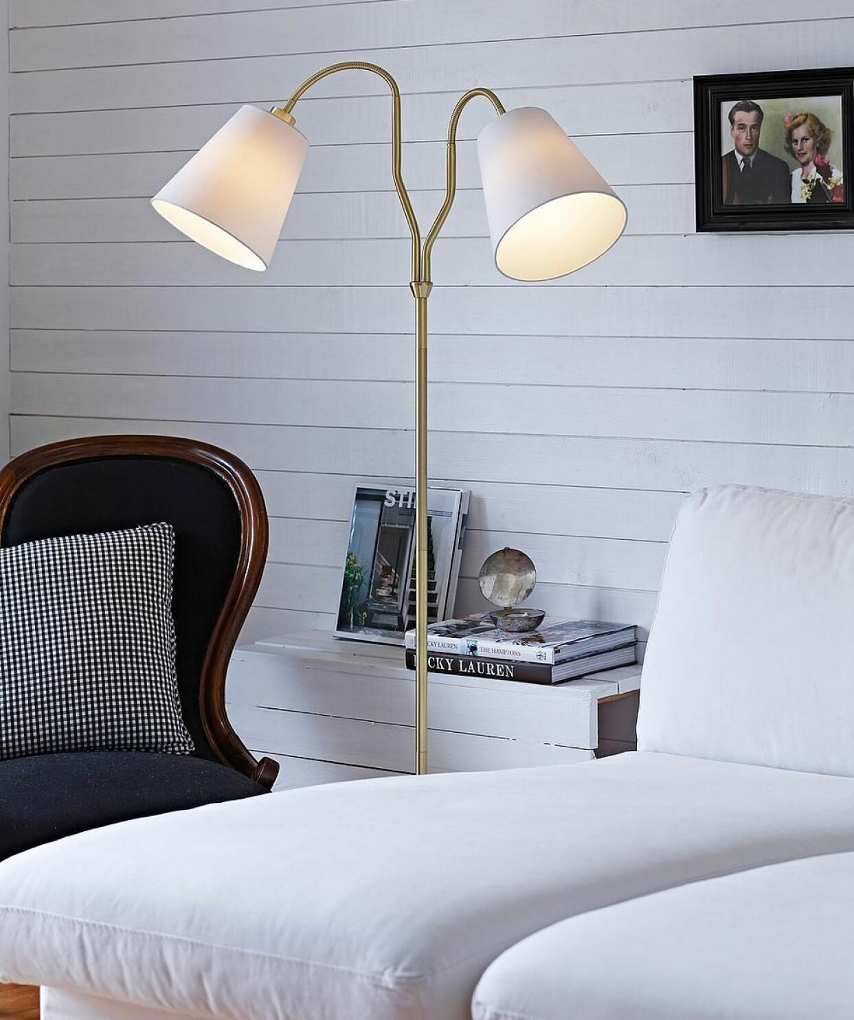 Dubbel golvlampa med tygklädda skärmar, från Markslöjd