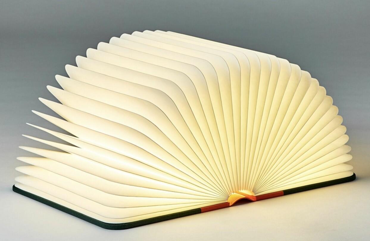 Hopfällbar lampa i form av en bok, från Lumio