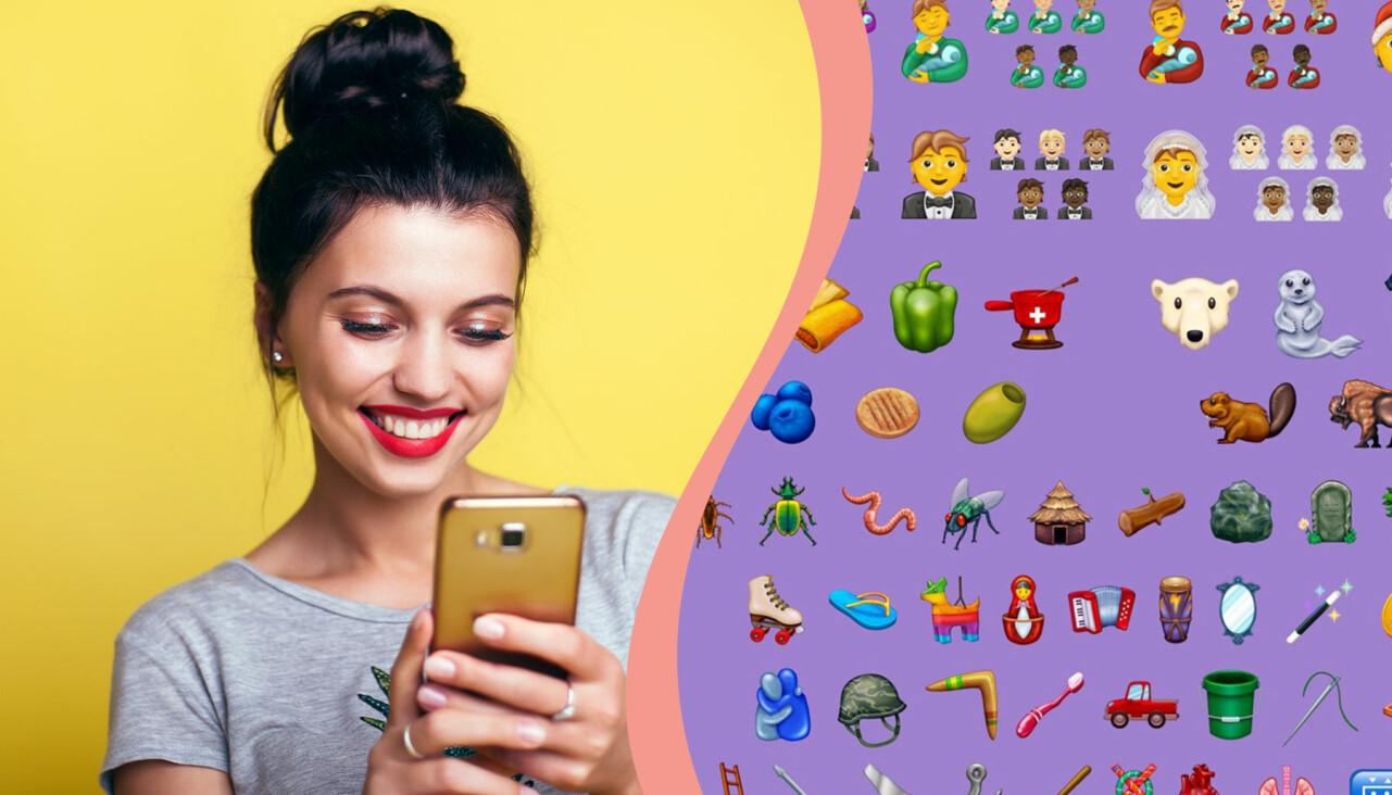Kollage av nya emojis 2020 och en kvinna som tittar i mobilen.
