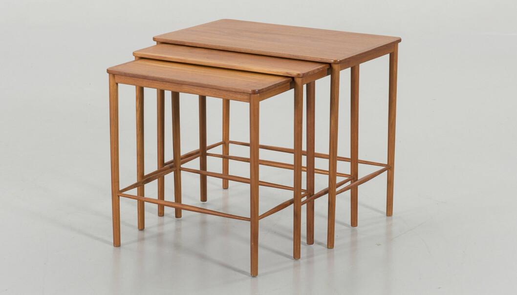 Grete Jalks satsbord för Poul Jeppesen Møbelfabrik är från tidigt 1950-tal.