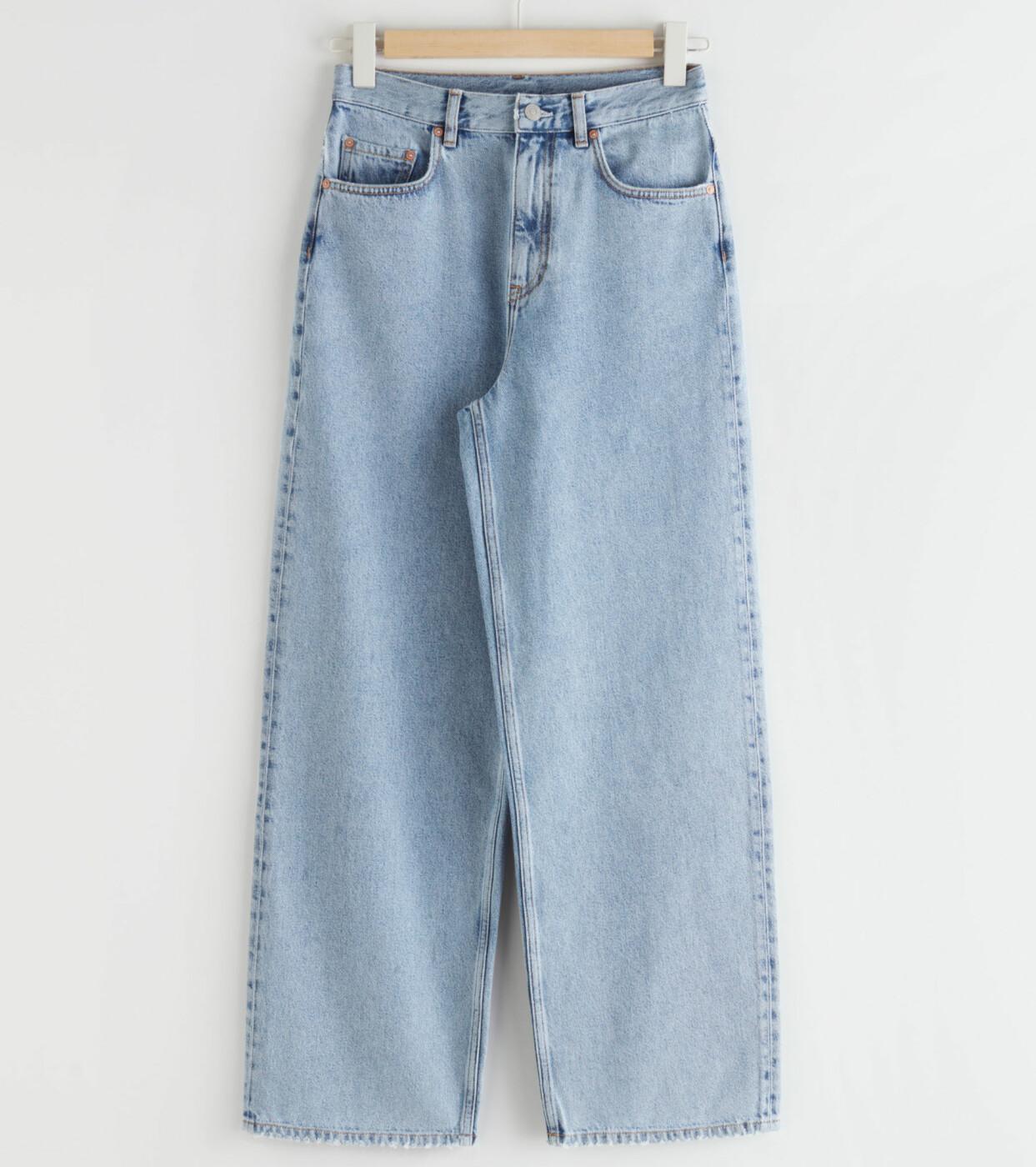 Vida jeans i ljus tvätt, från & Other Stories