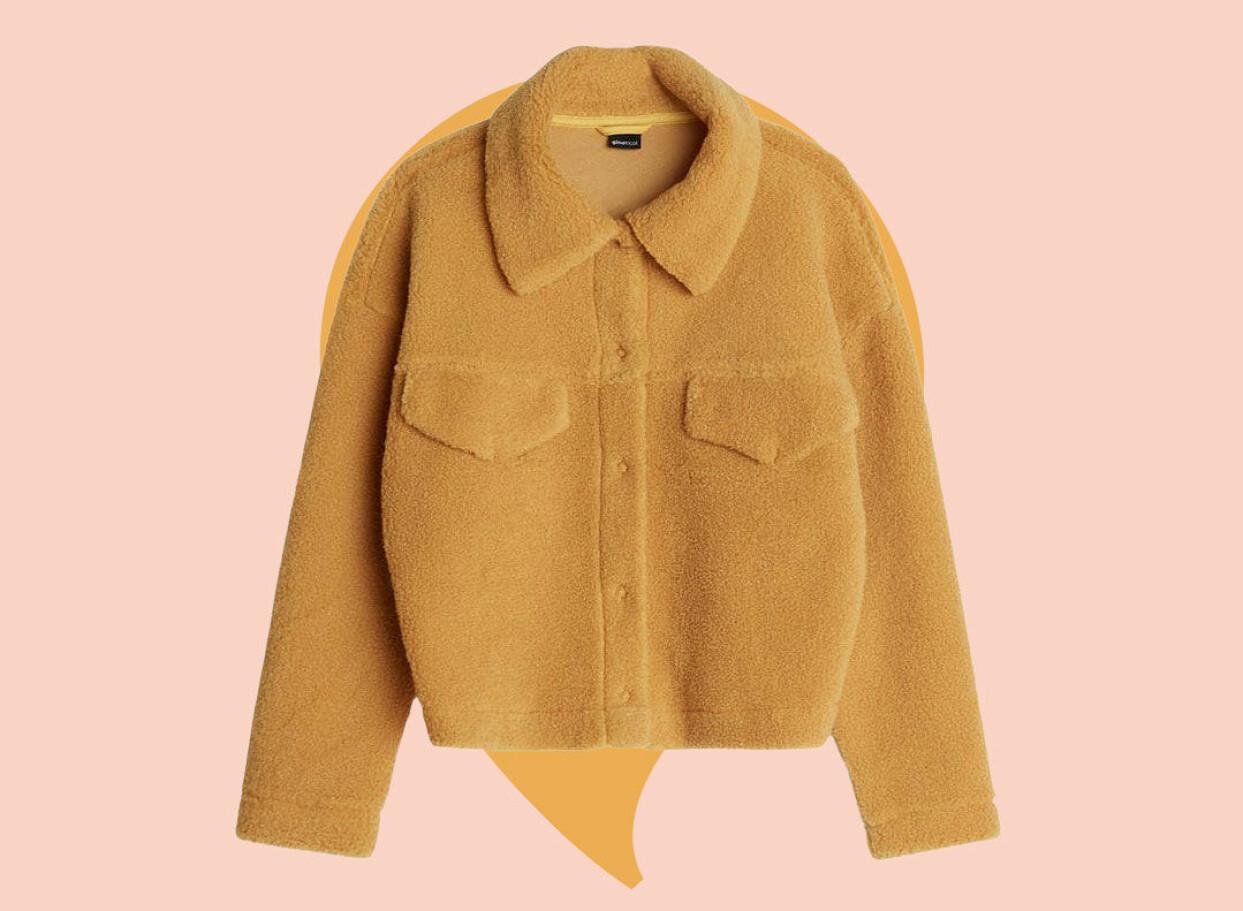 Gul fluffig jacka från Gina tricot.