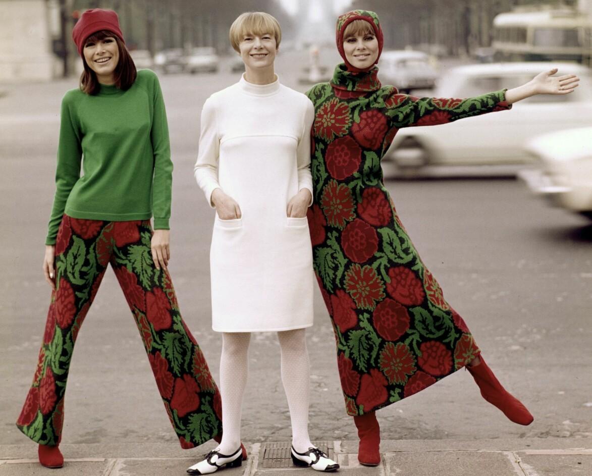 Tre färgstarka kvinnor.