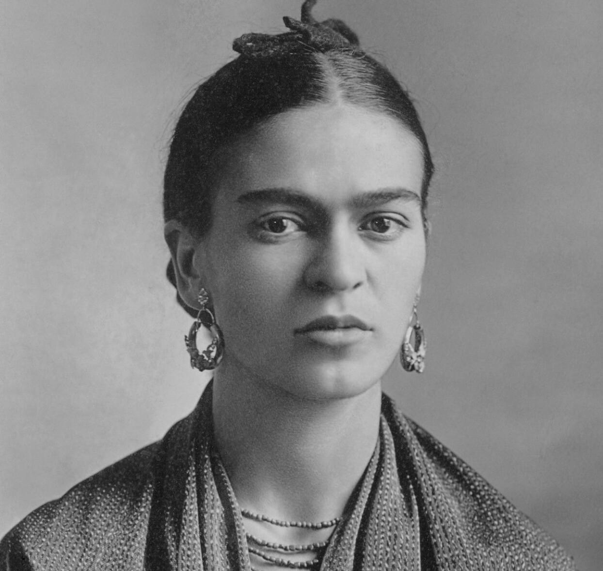 Klassiskt fotografi av Frida Kahlo.