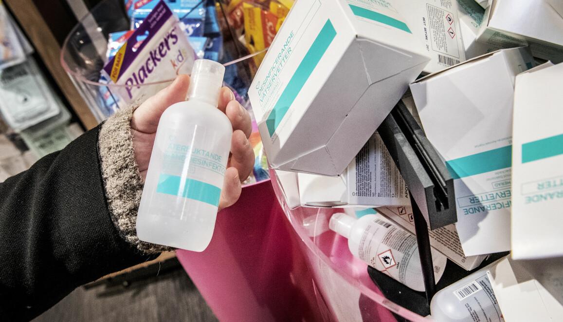 Handsprit har blivit en raritet i butikerna när rädslan för virus som Corona (covid-19) sprider sig.