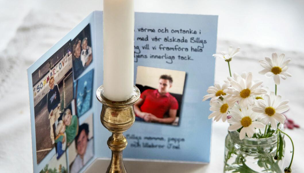 Det finns minnesplatser för Billy Johansson på flera platser i familjens hem.