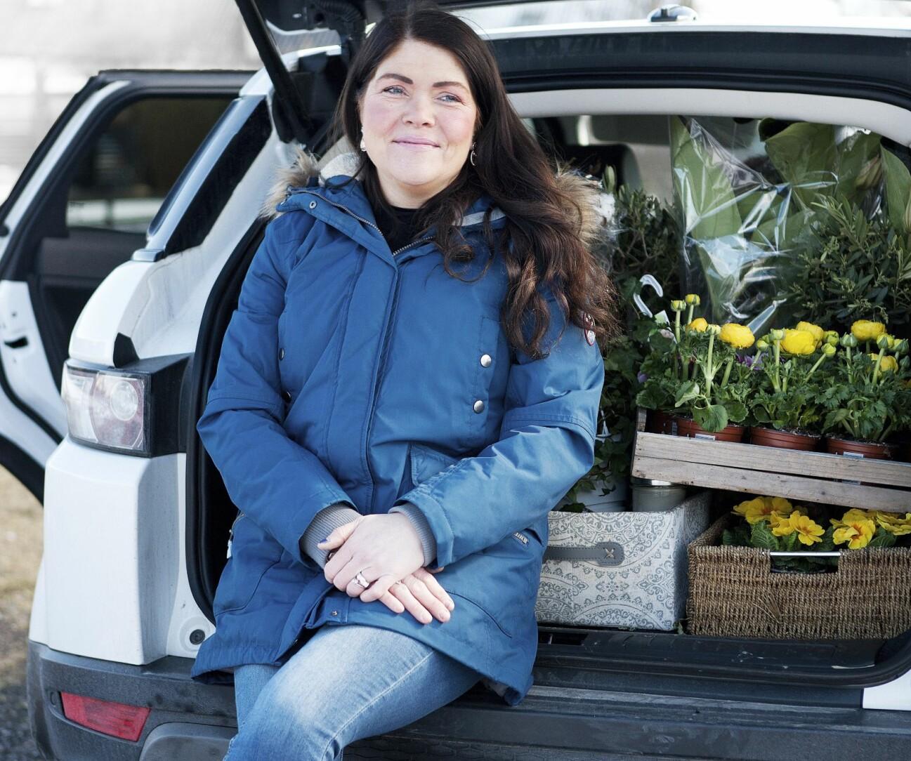 Tottie Larsson har en mobil blomsterbutik.