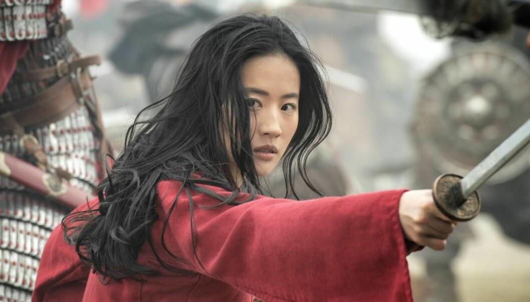 Scen ur Disneys film Mulan – vars premiär nu flyttas fram.