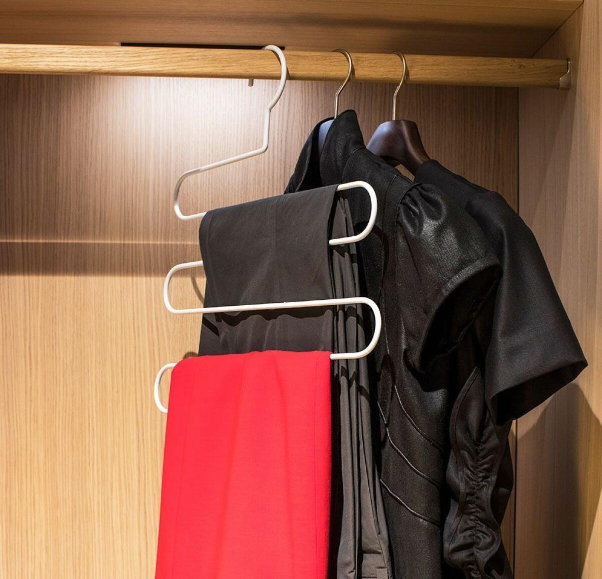 Multigalge för garderoben.