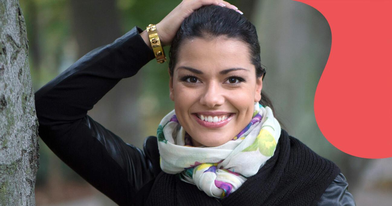 Porträtt av en leende Carin da Silva som just nu är aktuell i tv-programmet Bäst i test på SVT.