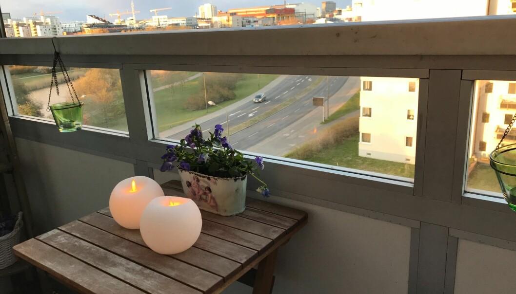 Klotljus LED på en balkong.