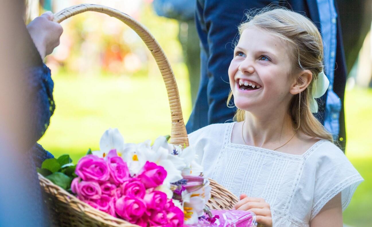 En leende prinsessan Estelle fotograferad sommaren 2019.